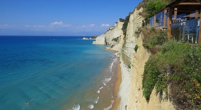 Хотелиери на гръцкия егейски остров Самотраки се оплакват от множество