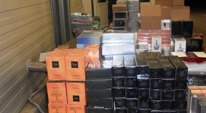 Близо 7000 парфюма и тоалетни води със съмнения, че са