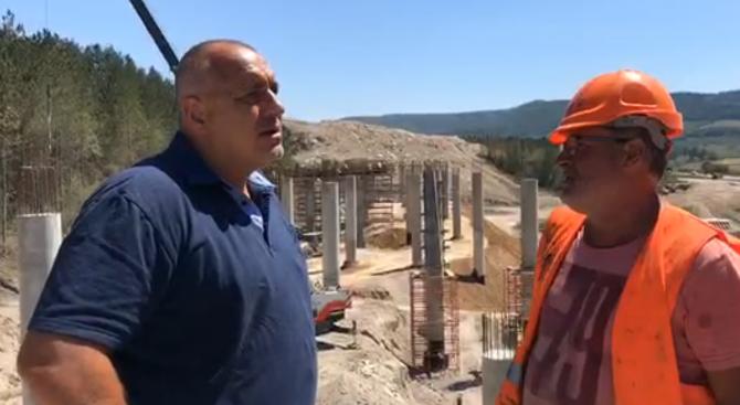 Премиерът Бойко Борисов инспектира строителните дейности на АМ ''Хемус'' в