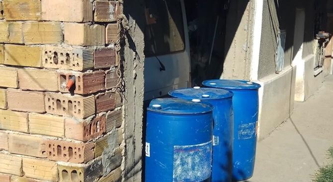 Близо 1500 л ракия без документи са задържани при проверки в две села в областите Велико Търново и Благоевград