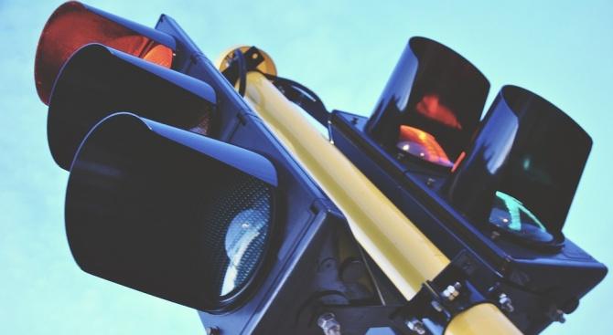 Община Перник подмени още една светофарна уредба с нова, съобщи