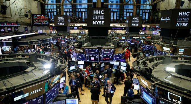 Страхове от нова финансова криза обхванаха световните пазари. Американските борсови