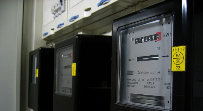 Жегите вдигнаха потреблението на ток с 10-15%