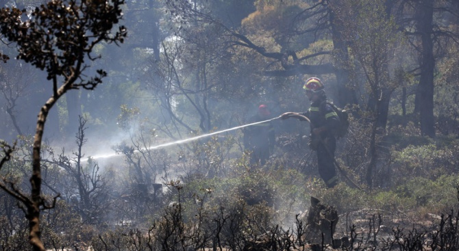 Стабилизирано е положението на остров Евбея, но все още някои огнища горят
