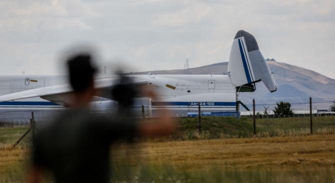Руският пилот, съумял да приземи вчера благополучно пътнически самолет в