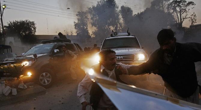 Най-малко четирима души загинаха и 20 бяха ранени при експлозия