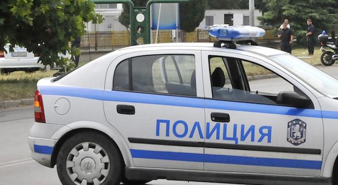 Мъж се барикадира в дома си в Поморие