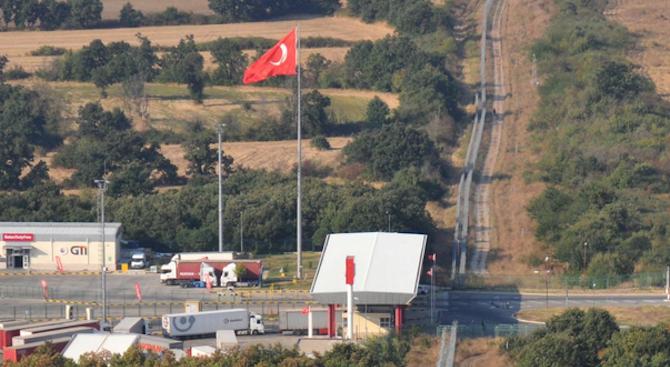 Интензивен трафик на границата със Сърбия, Гърция, Турция и Румъния