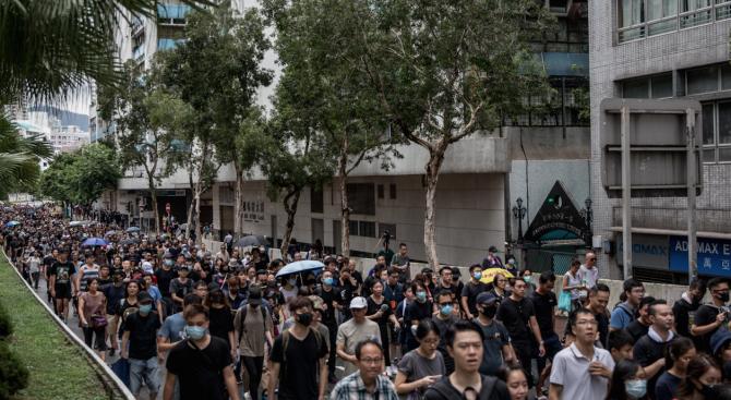 Десетки хиляди излязоха на протест по улиците на Хонконг въпреки