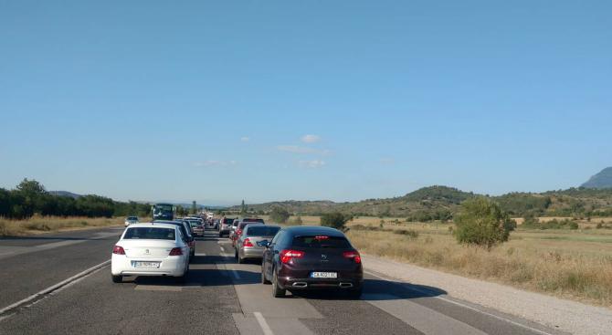 Снимка: Задръствания по обходния маршрут край Дупница