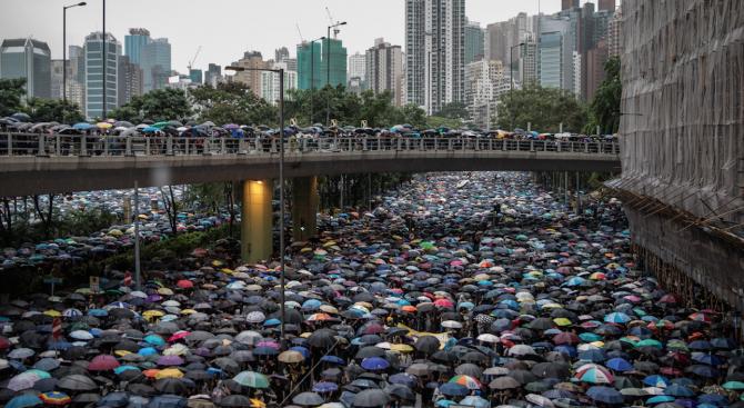 Антиправителственият митинг в Хонконг днес е събрал повече от 1,7