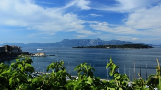 Безплатна храна и нощувка са осигурени за блокираните туристи на остров Самотраки
