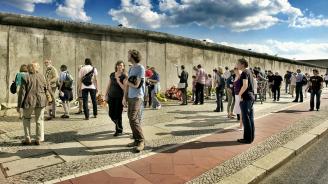 В Германия отбелязват 58-годишнината от началото на изграждането на Берлинската стена
