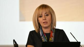 Мая Манолова бие Фандъкова с 5% на първи тур