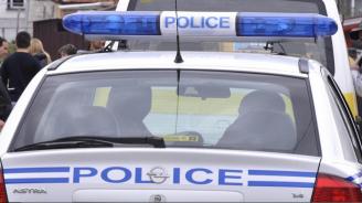 Мъж извади нож на полицаи, проверяващи го за силна музика