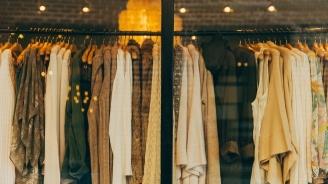 Иззеха множество нелегално продавани дрехи от пернишки магазин