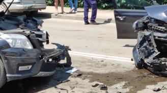 Катастрофа във Варна, двама пострадаха