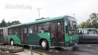 Мъж наби шофьор на градския транспорт в София, други двама счупиха стъкло на автобус