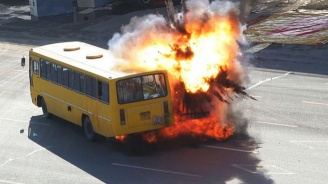 Автобус се запали и експлодира в Турция