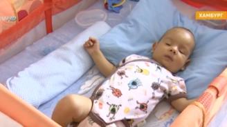 Животоспасяващата трансплантация на бебето Алекс е преминала успешно