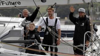 """Природозащитничката Грета Тунберг """"стачкува"""" за климата, пътувайки с яхта към САЩ"""