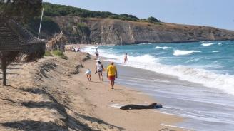 Бурното море ''изяде'' плажа на Синеморец