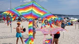 Парад на хвърчилата оцвети варненски плаж