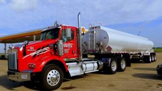Португалските шофьори на камиони цистерни спират стачката си за преговори с работодателите