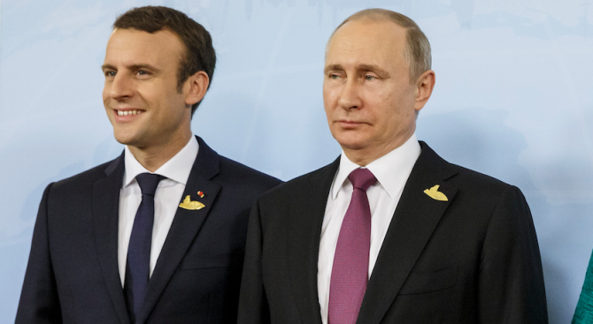 Владимир Путин заминава за работна среща с Еманюел Макрон