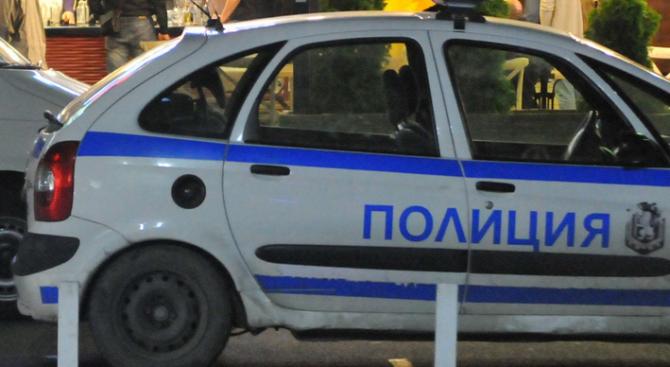 Радомирски полицаи задържаха мъж, оказал съпротива при нарушаване на нощната