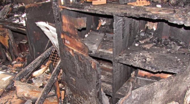 Снимка: Възрастна жена загина при пожар, възникнал в къща в село Куртово Конаре