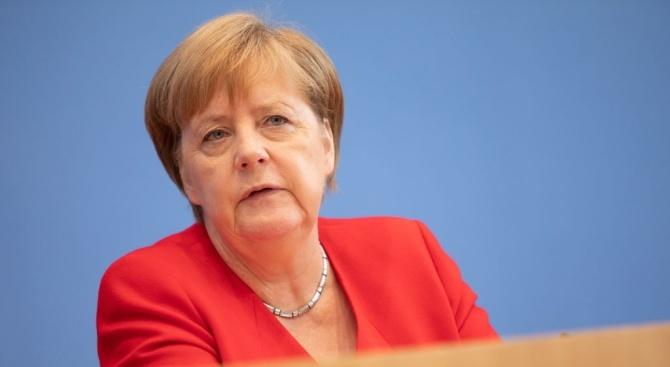Германската канцлерка Ангела Меркел посети вчера историческия национален парк Тингвилир