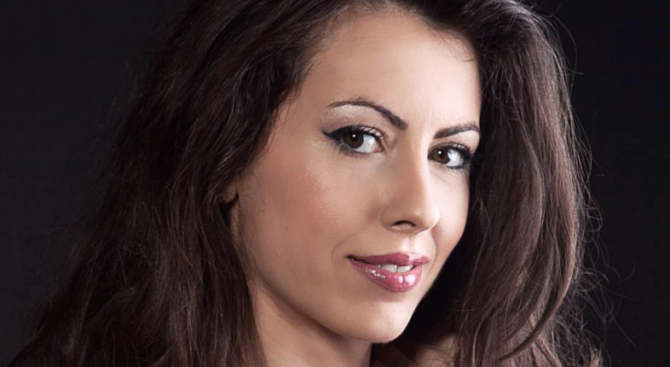 Красивата учителка Силвия Зубева няма да се върне в клас