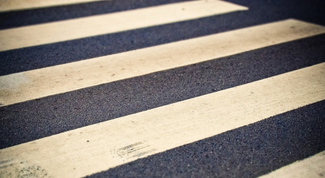 Блъснаха пешеходец в Бургас