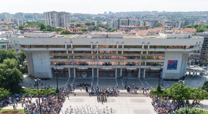 Втори зам. - кмет на Русе напусна сградата на Общината