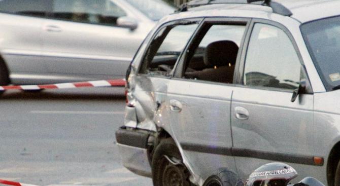 Катастрофа на пътя между с. Николово и с. Червена вода: Двама са пострадали