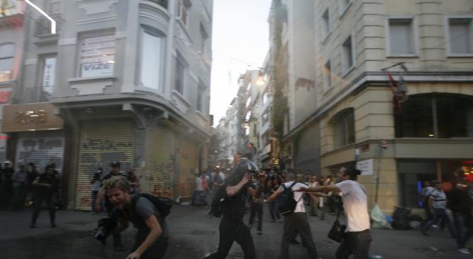 Сблъсъци избухнаха в северния албански град Шкодра, предаде сръбското радио