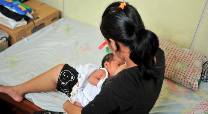 Майчина кърма стана причина за смъртта на бебе във Великобритания,