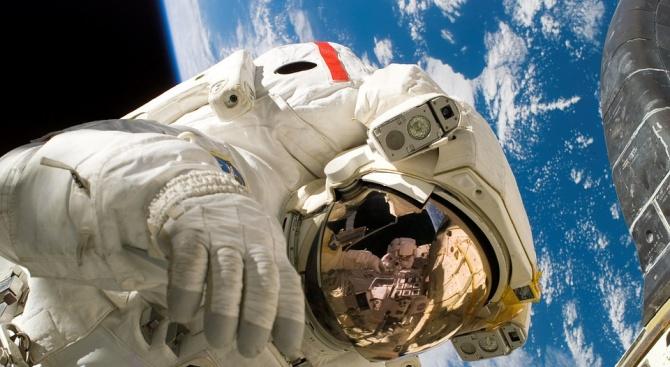 Двама астронавти от НАСА излизат в открития Космос днес, предава