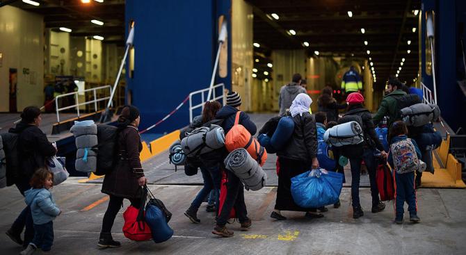 Снимка: Пет държави от ЕС се съгласихада приемат мигранти от кораба Оупън армс