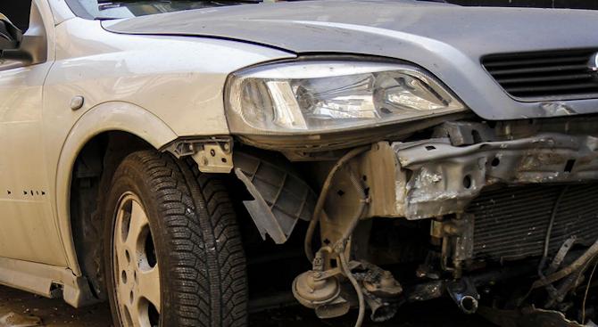 Пиян шофьор с крадена кола предизвика катастрофа в Харманли