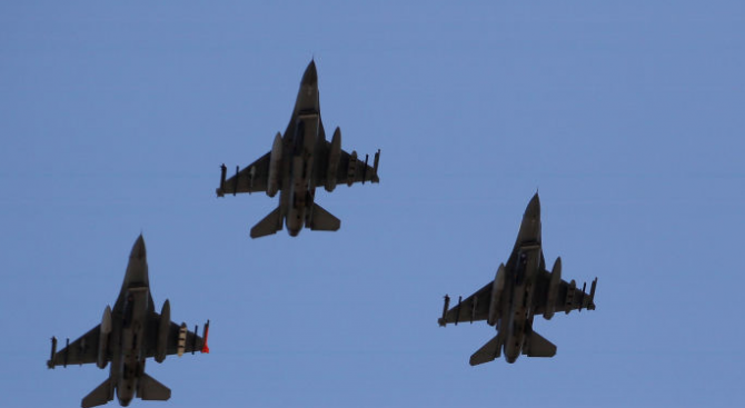 Три турски изтребителя F-16 навлязоха въздушното пространство на Гърция