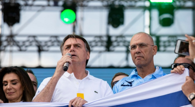 Бразилският президент Жаир Болсонаро обвини френския си колега Еманюел Макрон,