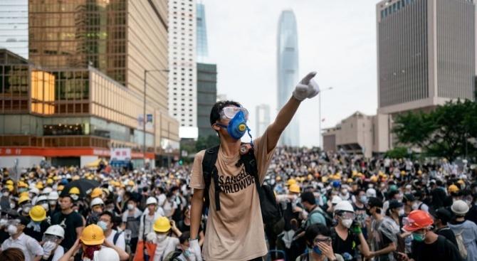 В продемократичните протести в Хонконг се включиха и няколко хиляди счетоводители
