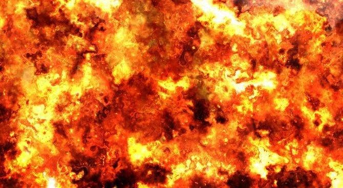 Трима загинали и над 30 в неизвестност след пожар на ферибот в Индонезия