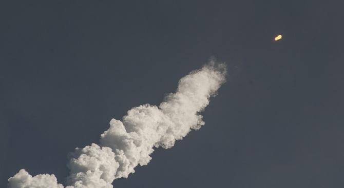 КНДР изстреля две ракети в морето край източния си бряг