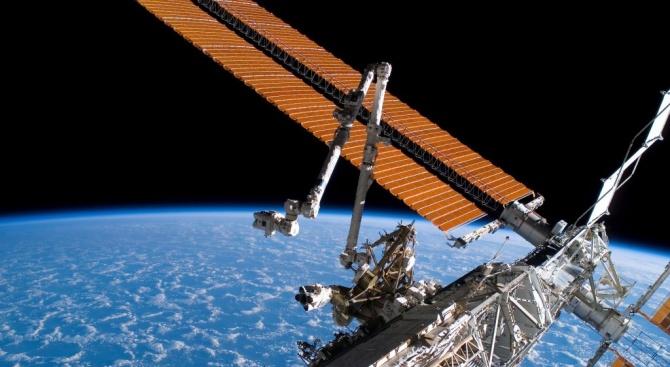 """Космическият кораб """"Союз МС-14"""" с първия човекоподобен робот Фьодор не"""