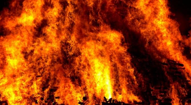 Заведение на плажа е изгоряло при пожар във ваканционно селище