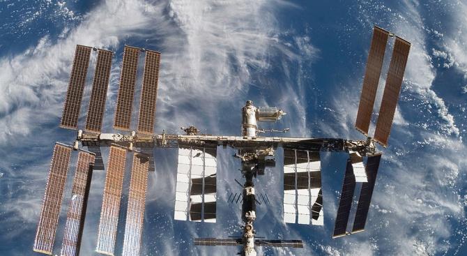 """Космическият кораб """"Союз МС-14"""" с човекоподобния робот Фьодор, който не"""