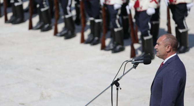 Радев: Ще израстват нови поколения, но споменът за подвига на героите на Шипка няма да изтлее